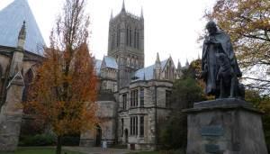 Lincoln-Cathedral-Tennyson-Statue-(2)_658_375_c1_c_c_0_0_1